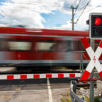 Gibt es ein Überholverbot vor einem Bahnübergang?
