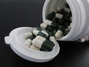 Zu den BTM zählen Schmerzmittel, wenn sie bestimmte Wirkstoffe und Eigenschaften besitzen.