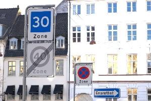 Missachten Sie in Dänemark die vorgegebene Geschwindigkeit, droht ein Bußgeld.