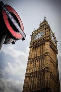 Geschwindigkeit in England: Auf der Autobahn sowie außer- und innerorts gibt es Tempolimits.