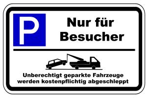 Was gilt es zu beachten, wenn Schilder auf einen Besucherparkplatz hinweisen?
