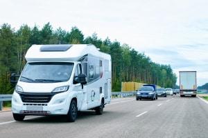 Schnellstraßen in Polen: Die Geschwindigkeit kann unterschiedlich ausfallen. Bei vier Spuren kann 120 km/h erlaubt sein.