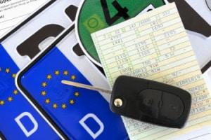 Inhalt vom Fahrzeugschein: Für die Beschreibung des Kfz enthält das Dokument alle wichtigen Daten.