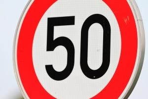 Verstoßen Sie in Spanien gegen eine Geschwindigkeitsbegrenzung, drohen Bußgelder und Punkte.