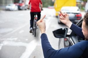 Stinkefinger im Straßenverkehr: Den Beweis muss der Antragsteller erbringen.