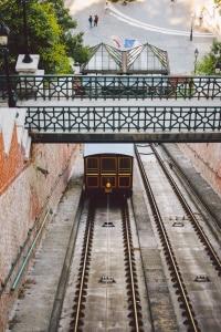 Ungarn: Eine Geschwindigkeitsbegrenzung ist überall zu beachten.