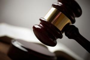 Wer im Anhörungsbogen falsche Angaben macht, begeht eine Straftat.