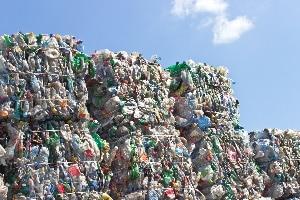 Gewerbeabfall: Per Container kommt dieser zum Recycling oder zur Verbrennung.