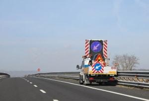 LED-Wechselverkehrszeichen können auch an Fahrzeugen angebracht sein.