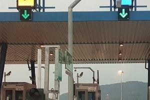 Was bedeutet dieses Dauerlichtzeichen? Der grüne Pfeil gibt die Fahrspur frei.