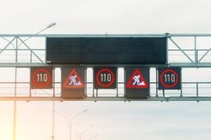 Wechselverkehrszeichen können verschiedene Informationen wiedergeben.