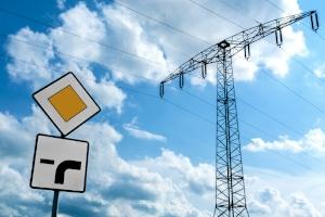 Welche Regeln gelten, wenn die Vorfahrt durch Verkehrszeichen geregelt werden?